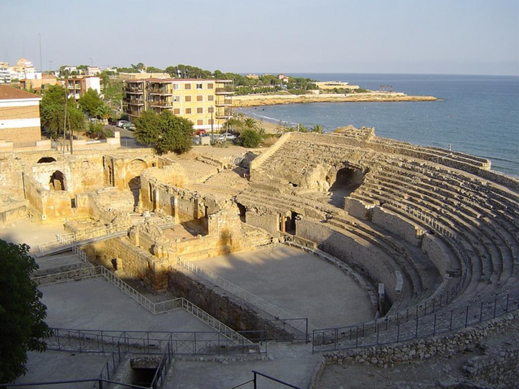 anuncios asunto trajes cerca de Tarragona